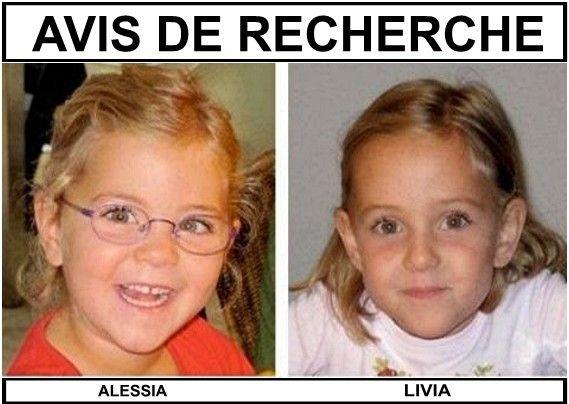 Regardez bien la photo : AVEZ-VOUS VU ALESSIA et LIVIA